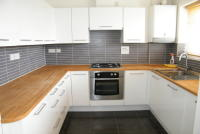 Maisonette to rent in Lodge Road, Knowle