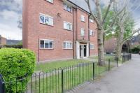 2 bedroom Flat in Langdale Close...