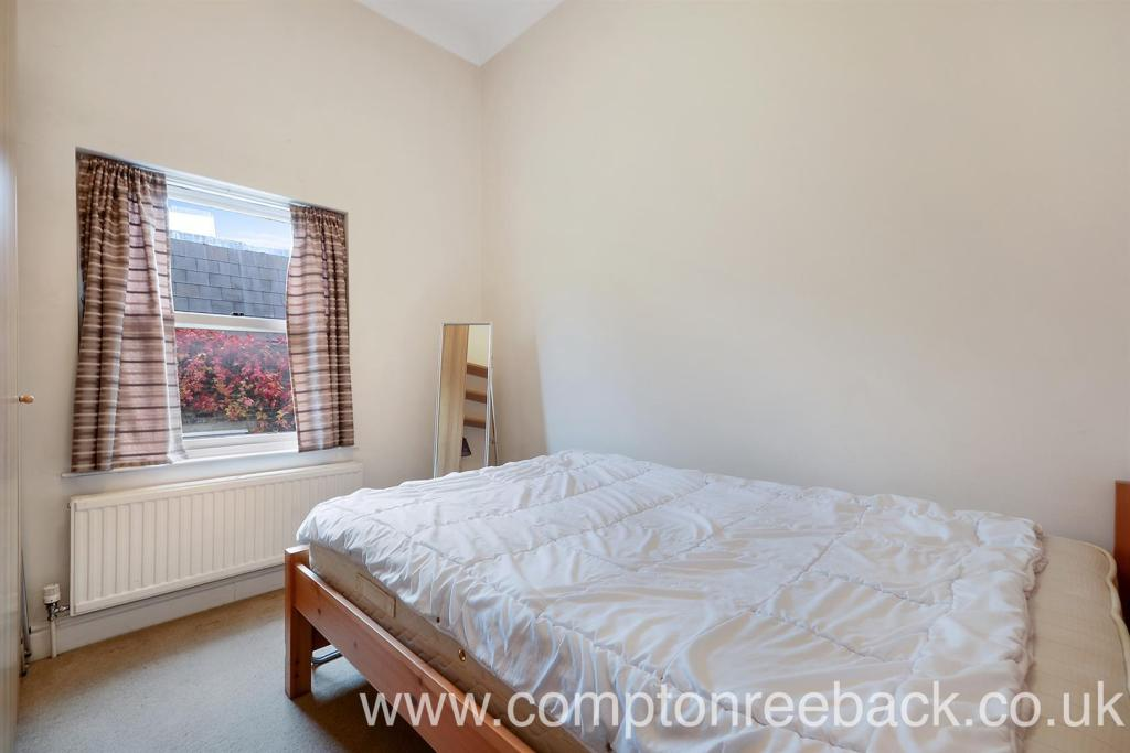 Warwick Avenue - Bed