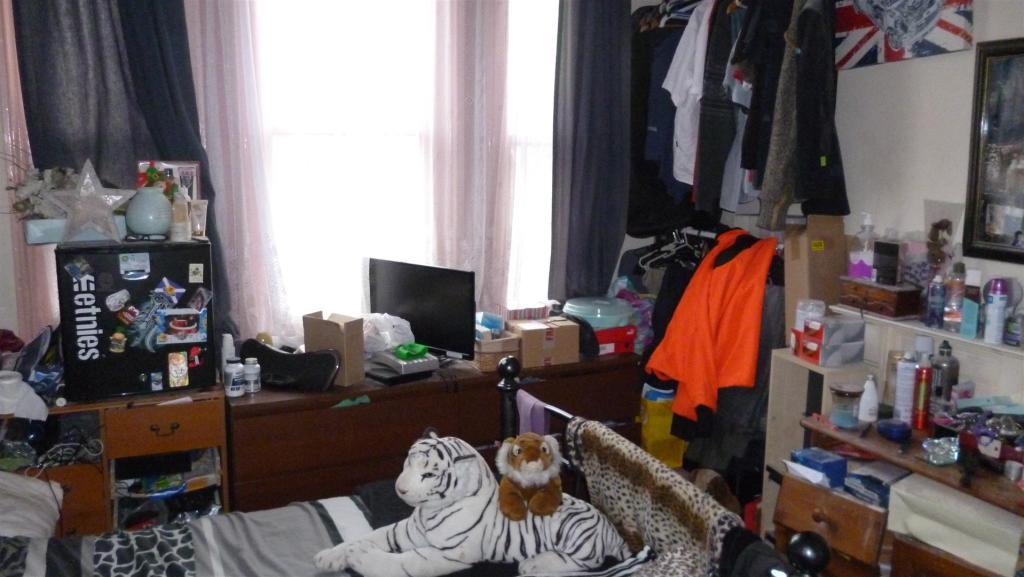 6th bedroom 1.JPG