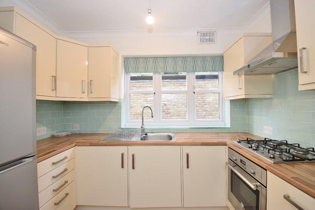 2 bedroom apartment to rent in uxbridge road hton hill