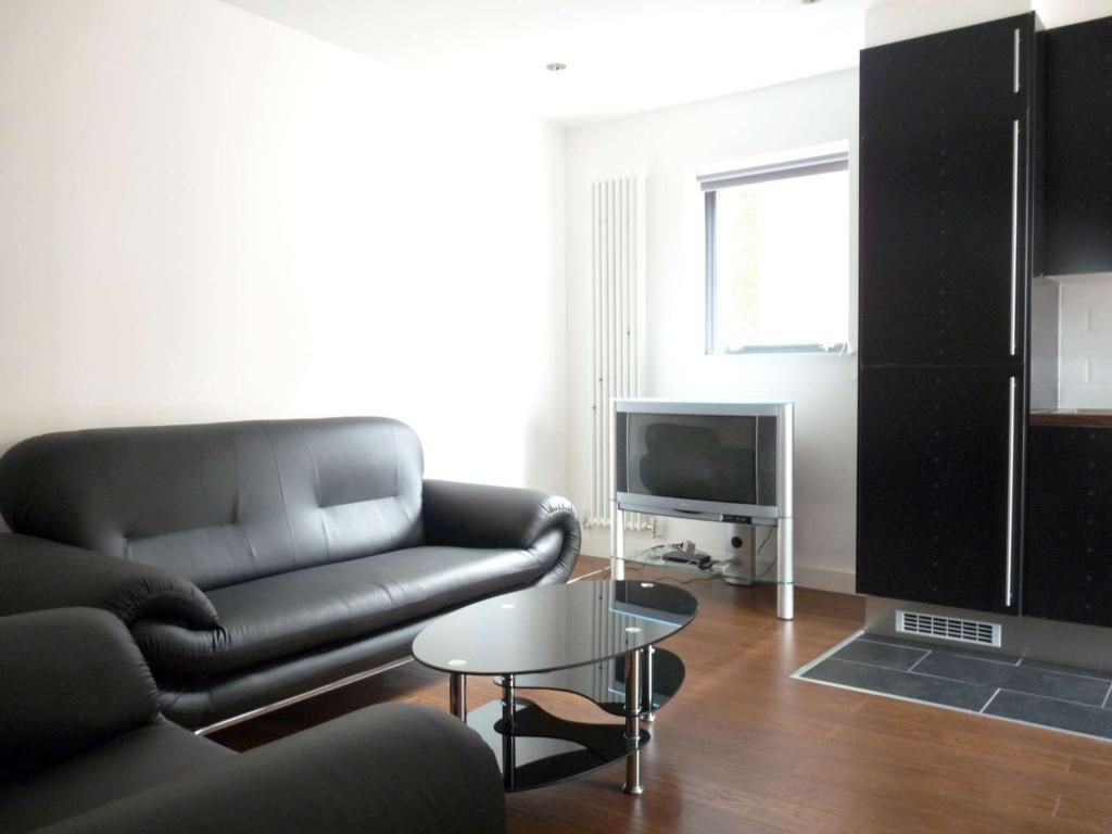 102_2_lounge-2000.jpg