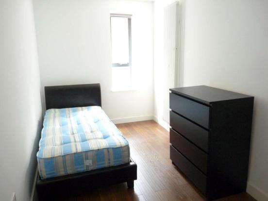 102_1_second_room-2000.jpg