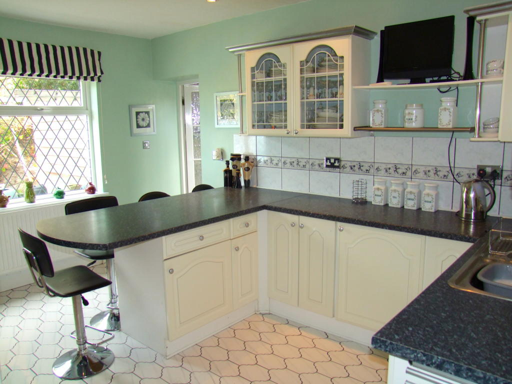 Click to see a larger image for Green and cream kitchen ideas