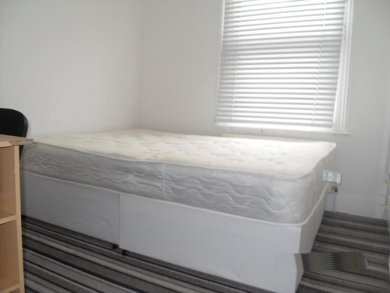 23_bedroom.jpg