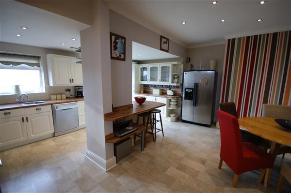 3 bedroom semi detached house for sale in towngate for Kitchen ideas 3 bed semi
