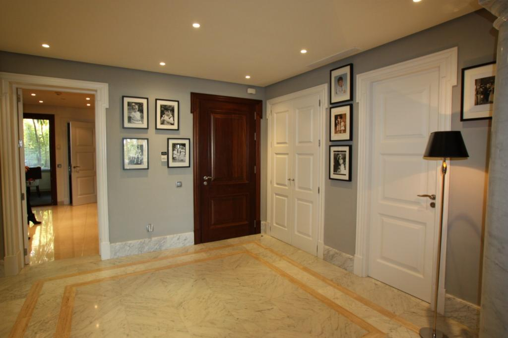 Impressive photo of beige brown entrance entrance hall 1024 x 683 · 66 kB · jpeg