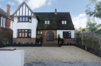4 bed house to rent in Cranes Drive, Surbiton