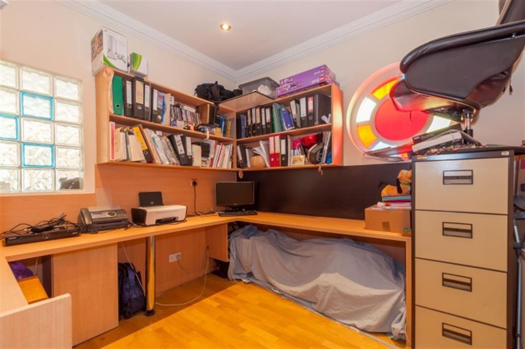 FIFTH BEDROOM / OFFICE
