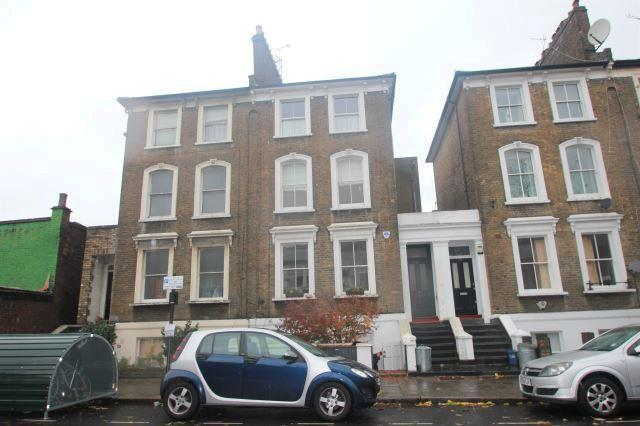 2 bed flat to rent in Bouverie Road, Stoke Newingt