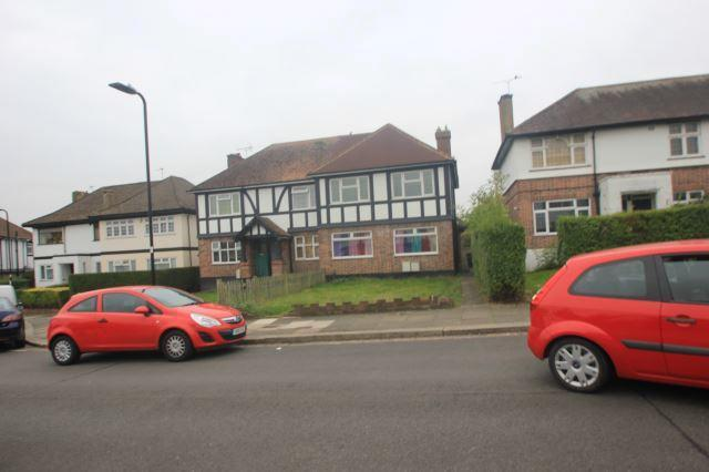 2 bed flat to rent in Goring Way, Greenford