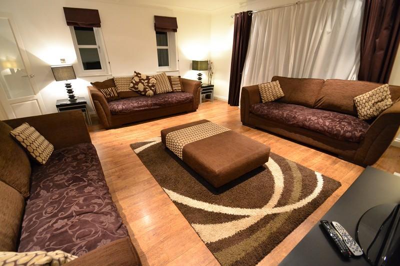 Generous Lounge