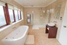 En-suite bathroom/shower room