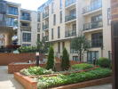 Flat to rent in Martyr Road, Town Centre...