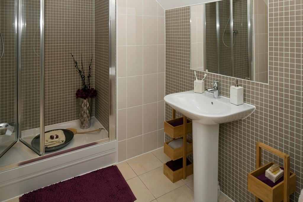 4 bedroom detached house for sale in london road for Show home bathrooms
