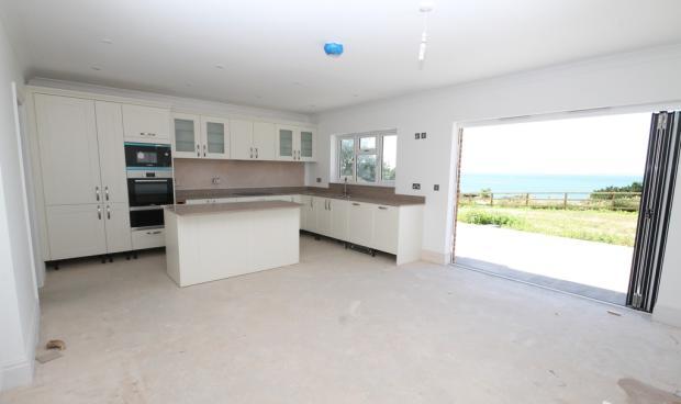 Plot 3 kitchen/di...