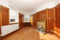 Flat to rent in Highgate Village -...