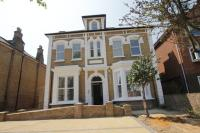 Flat to rent in Bounds Green, N22