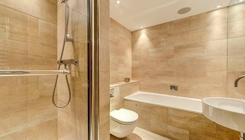 En Suite Bathrooms with Shower Cubicle