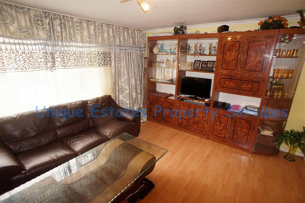 2 bedroom flat for sale in hoe lane enfield en3 for Laminate flooring enfield