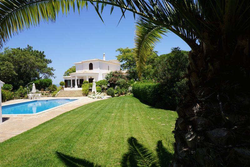 Villa for sale in 4 bed villa on a large...