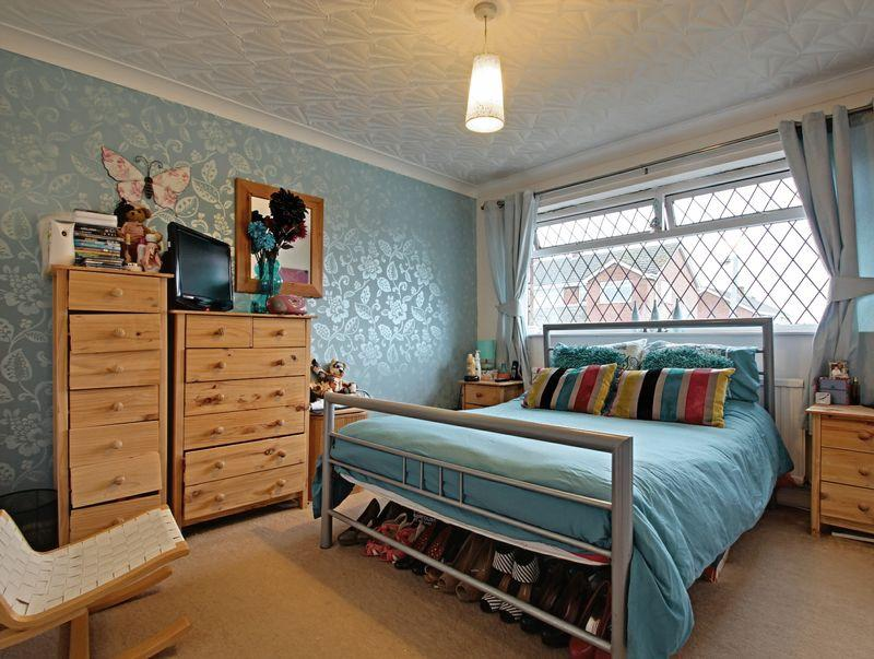 kidsgrove mature singles Who lives in kidsgrove bank, stoke-on-trent, st7 4hb and what businesses operate in this area how much are people paying for property in kidsgrove bank for this and lots of other information about st7 4hb, click here.