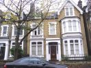 Flat to rent in Walpole Gardens...