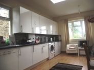 3 bedroom Flat in Oxford Gardens, Chiswick...