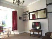 2 bedroom Flat to rent in Wellesley Road, London W4