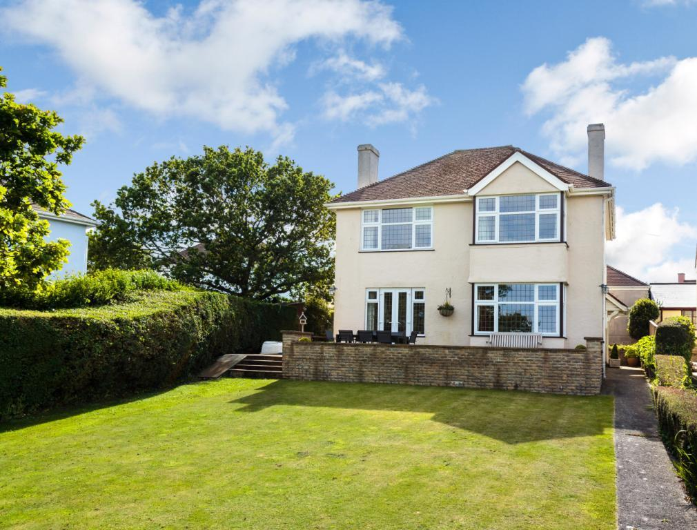 4 bedroom detached house for sale in yorke road dartmouth
