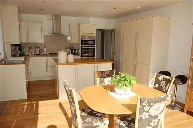 4 bedroom detached house for sale in st lukes close aller for Kitchen design 4m x 5m