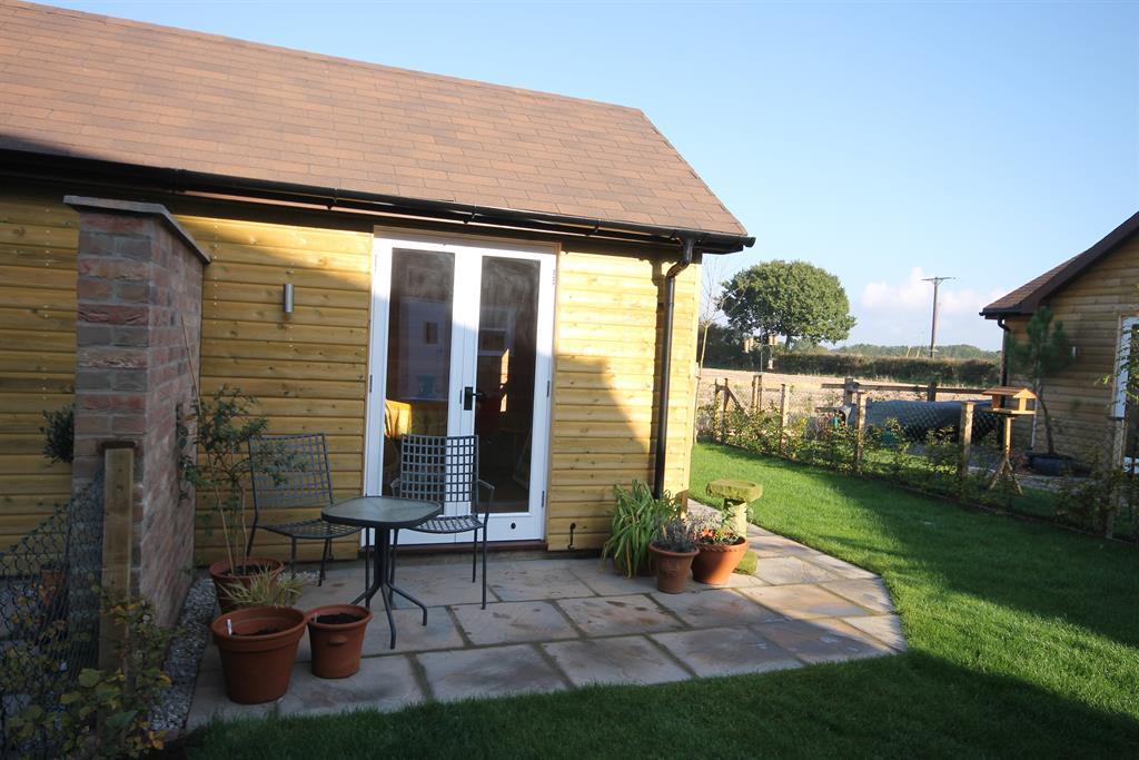 Summer House & Patio Area