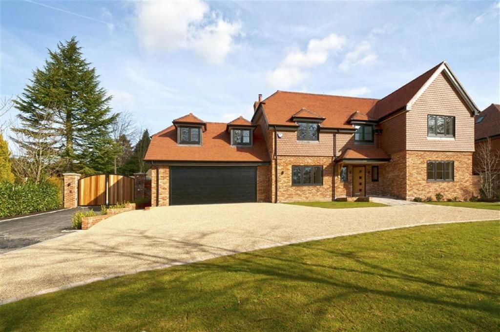 5 bedroom detached house for sale in turnberry place addington kent me19