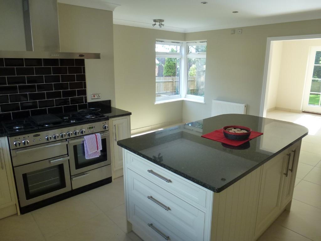 White kitchen large kitchen design ideas photos for Kitchen ideas rightmove