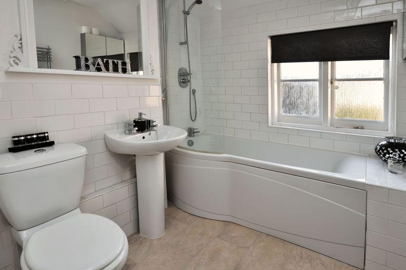 Modern White Bathroom Design Ideas Photos Inspiration Rightmove Home