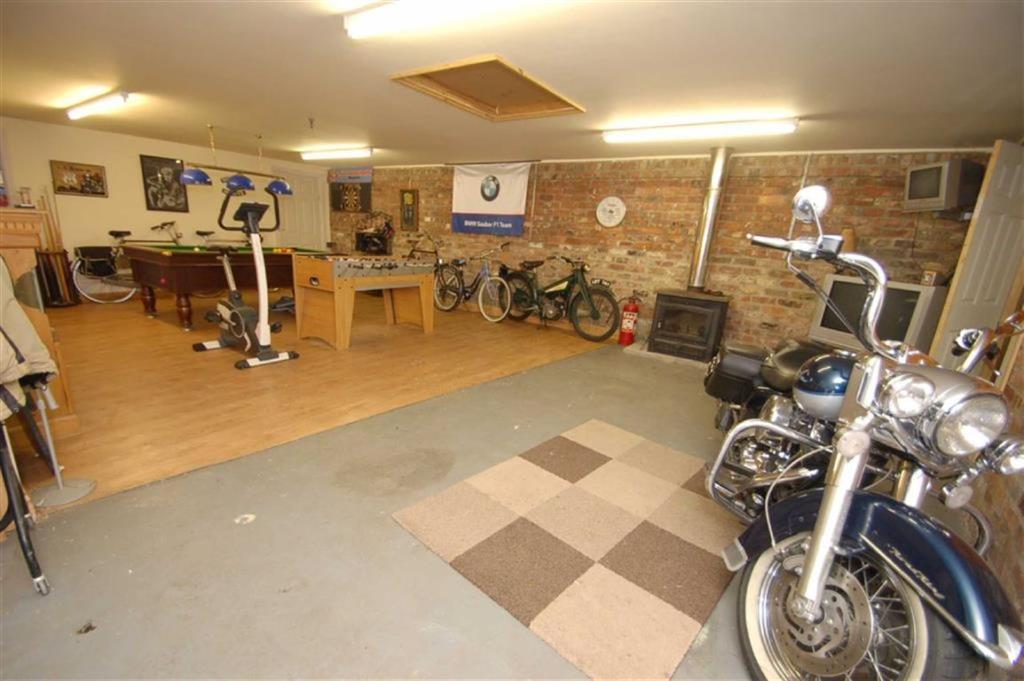 Garage/Workshop cont