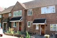 Terraced house to rent in Northwood