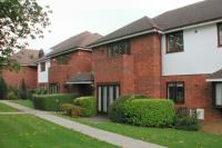 2 bed Ground Flat to rent in Northwood