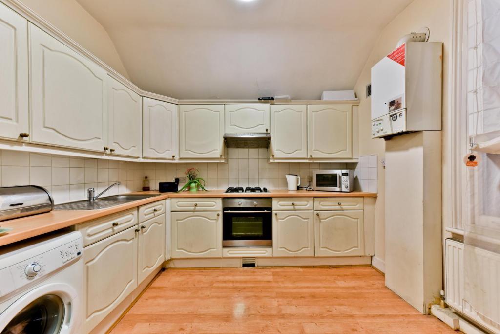 Kitchen (alt. angle)