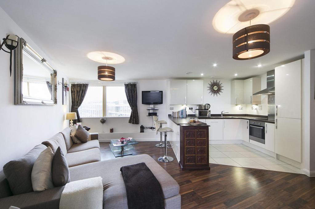 Open plan kitchen/ lounge alt
