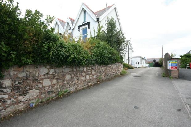 Driveway to Car Park