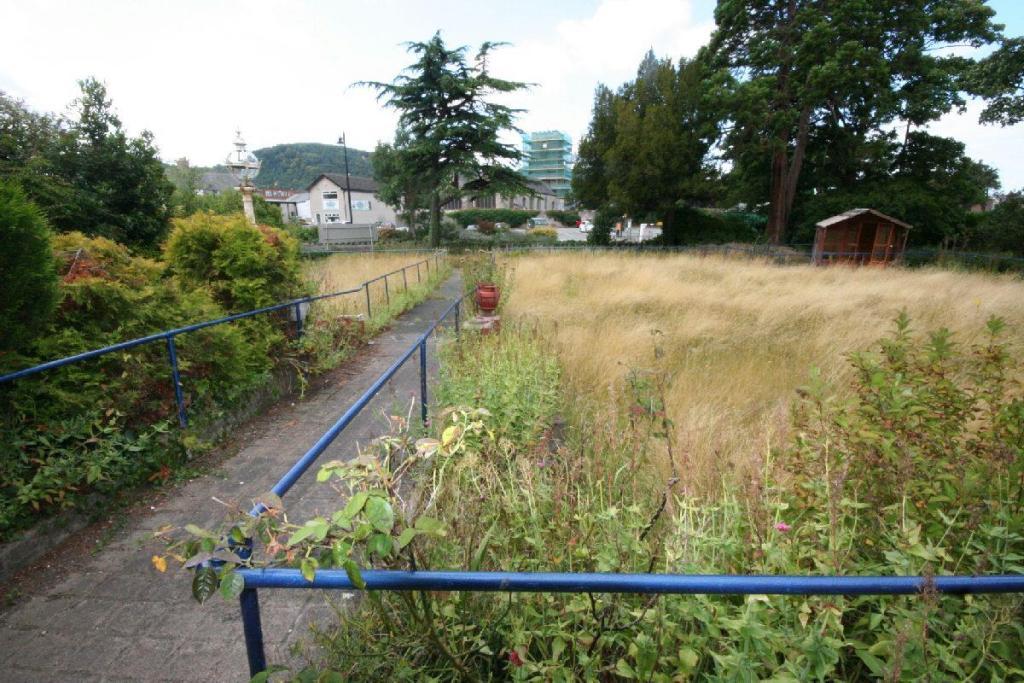 Front Garden to Wate