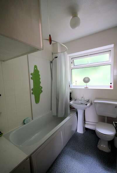 tan y bryn bathroom.