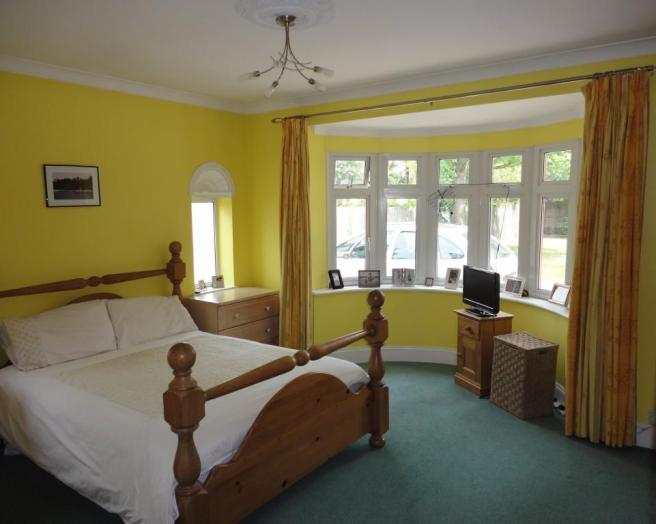 Yellow bedroom master bedroom design ideas photos inspiration rightmove home ideas Brown and green master bedroom ideas