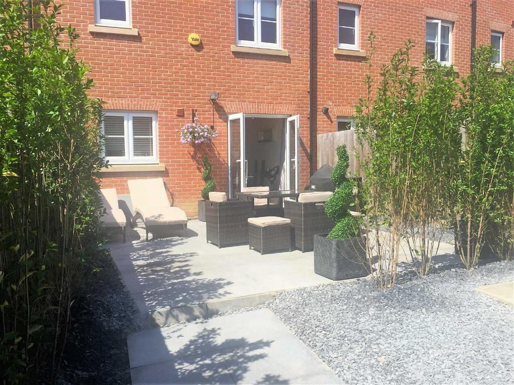 4 Bedroom Town House For Sale In Borders Crescent