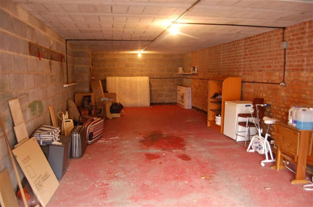 Garage to rent in Garage, Carlton Manor, Holbeck Road, Scarborough ...