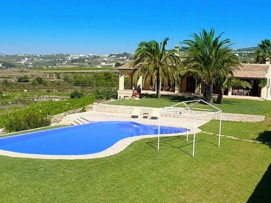 Pool & lawns