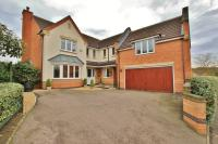 Detached home in Old Pinewood Way...