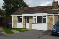 2 bedroom Semi-Detached Bungalow in Stone Cross Road...