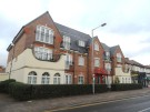 3 bedroom Apartment in Chase Side, Enfield, EN2